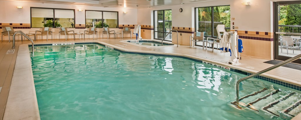 Piscina del hotel SpringHill Suites Hagerstown