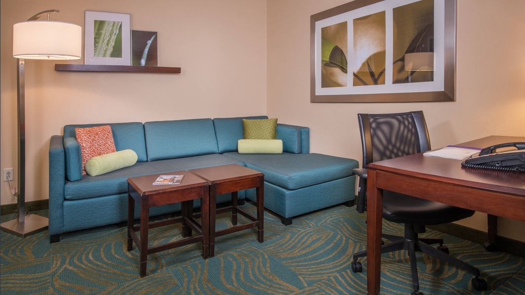SpringHill Suites Hagerstown Hotel Parlor