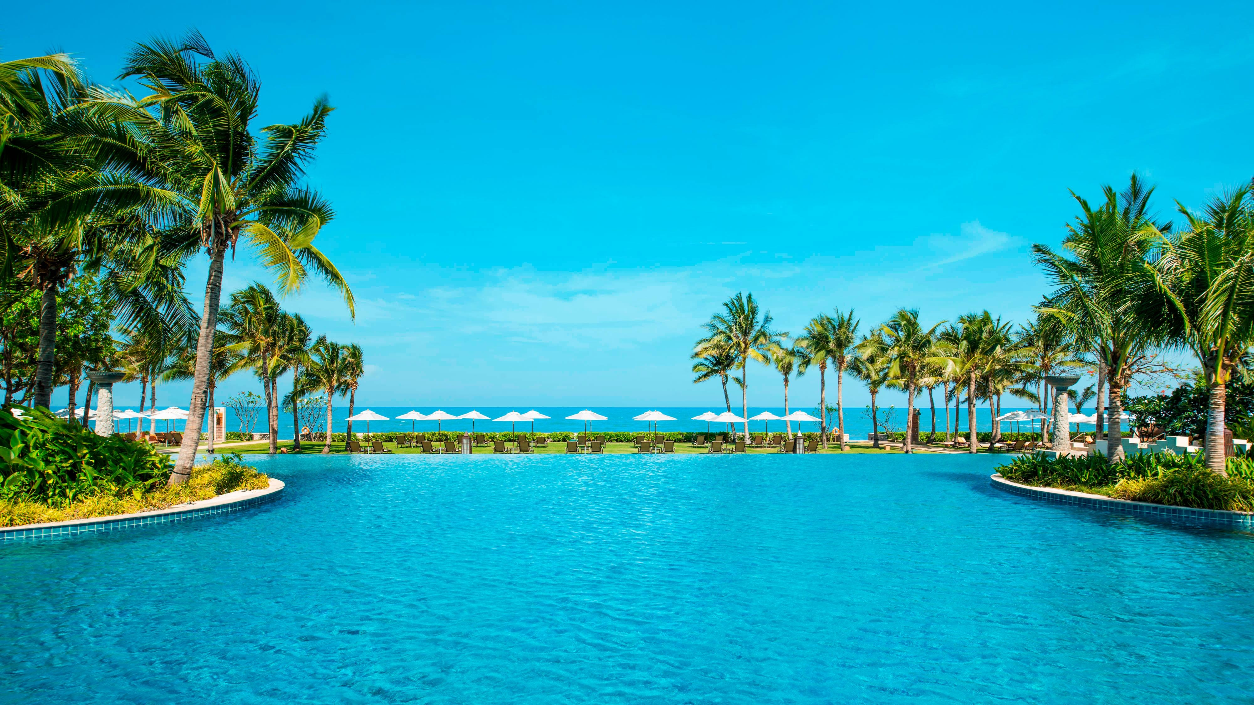 Infinity Pool Day View
