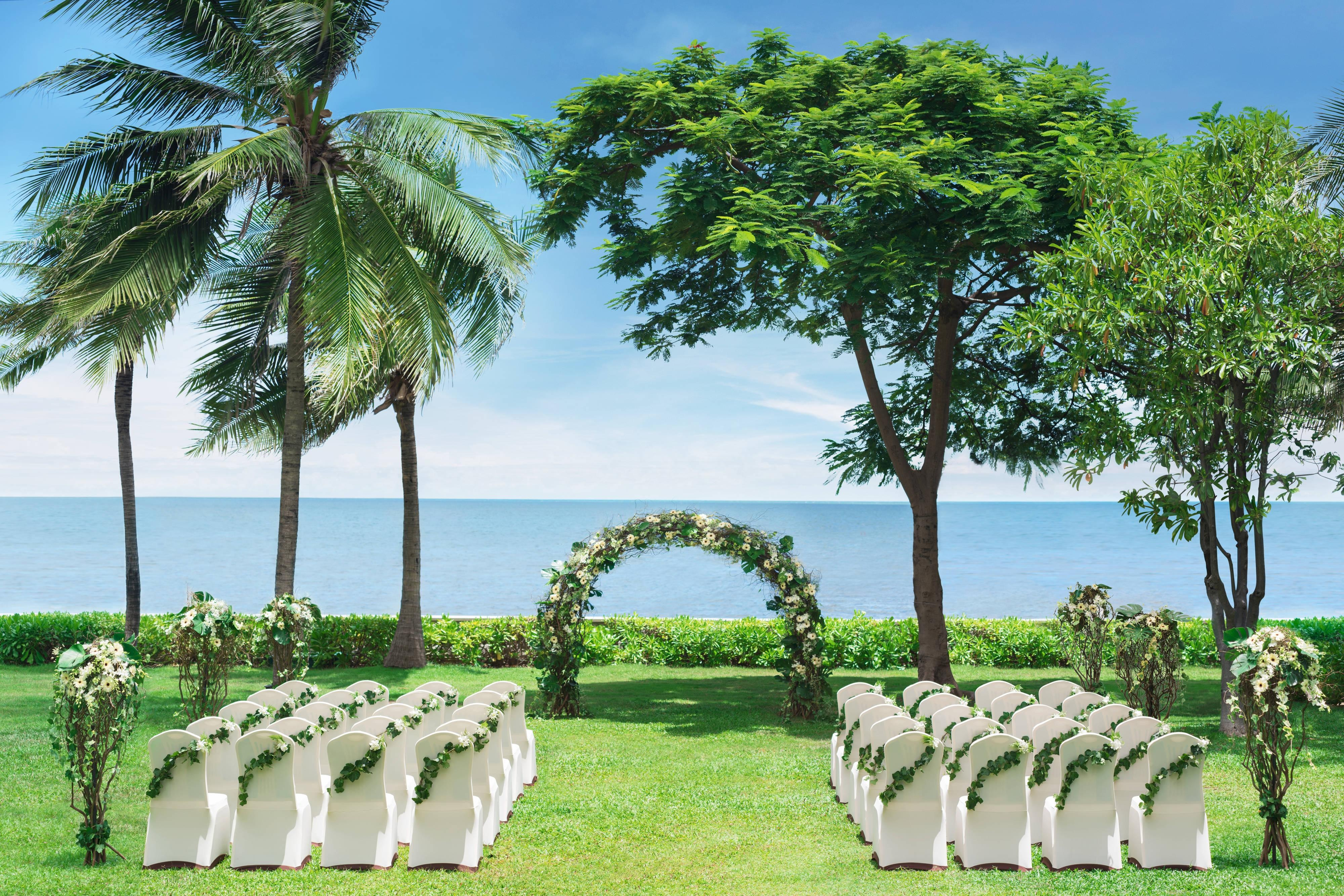 Chill out lawn - Wedding by the sea