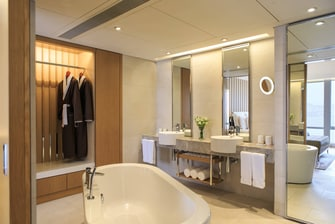 Hong Kong luxury suite bathroom