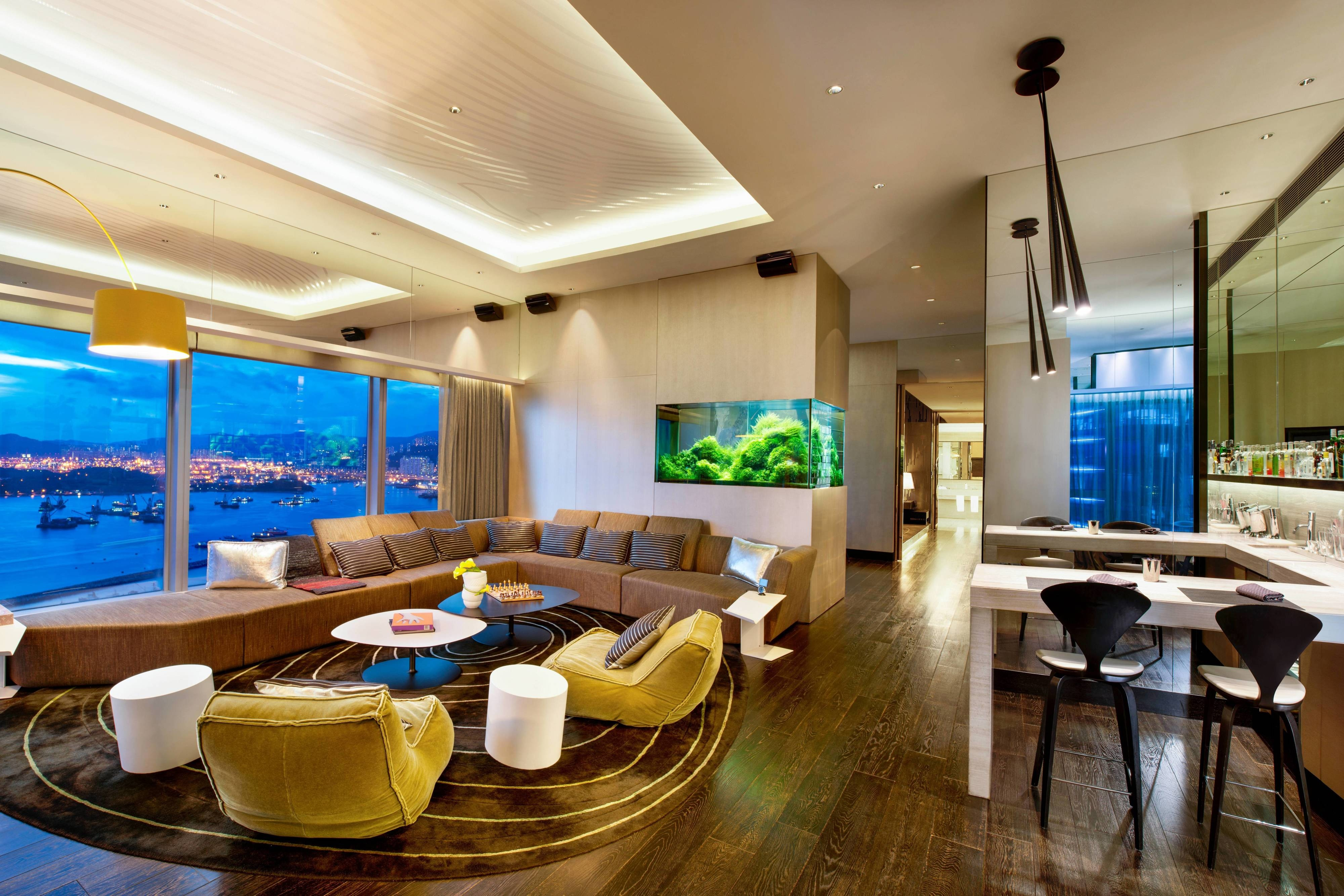 Extreme WOW Suite Living Room