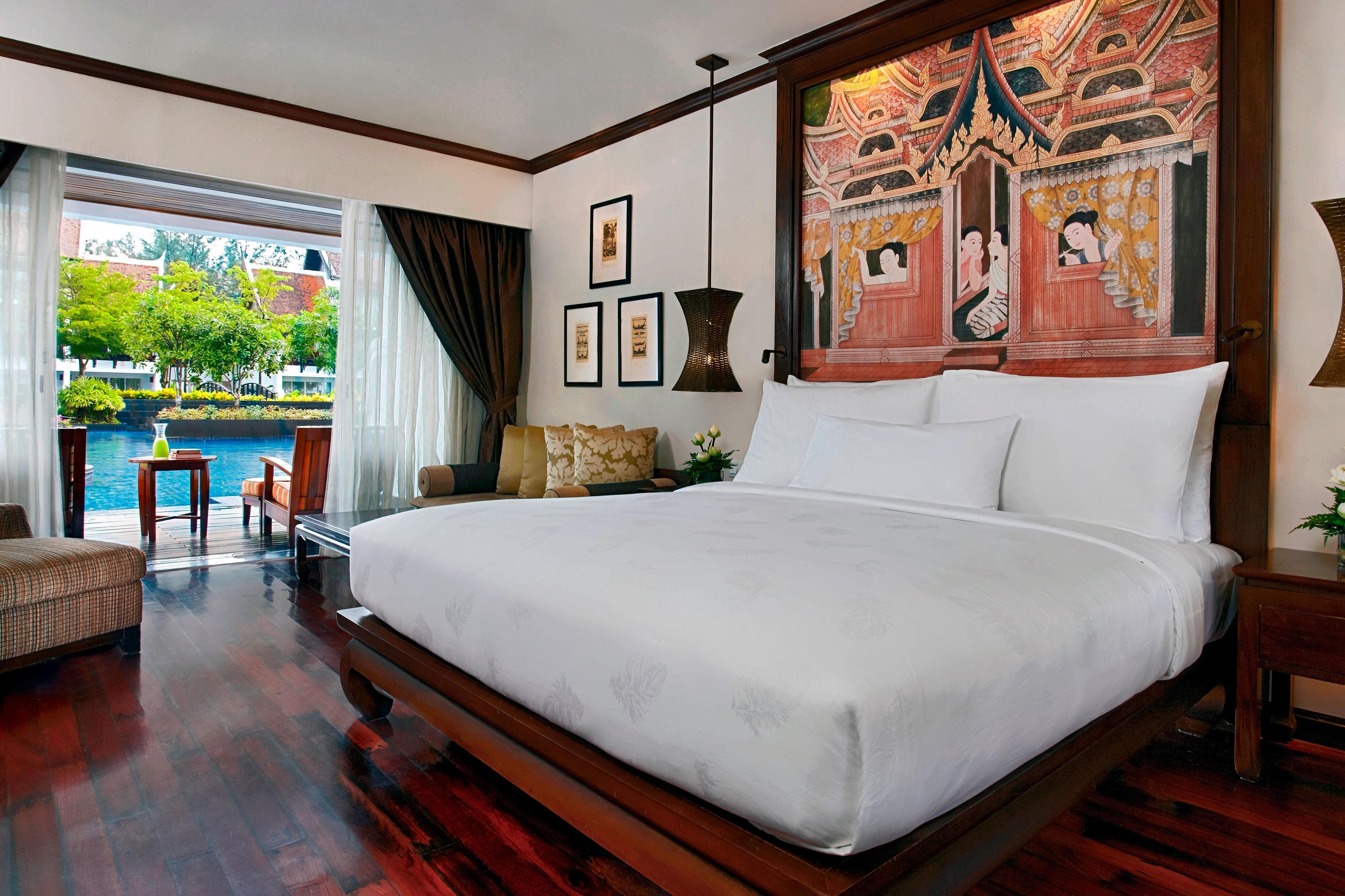 King Deluxe Guest Room - Lagoon Pool Access
