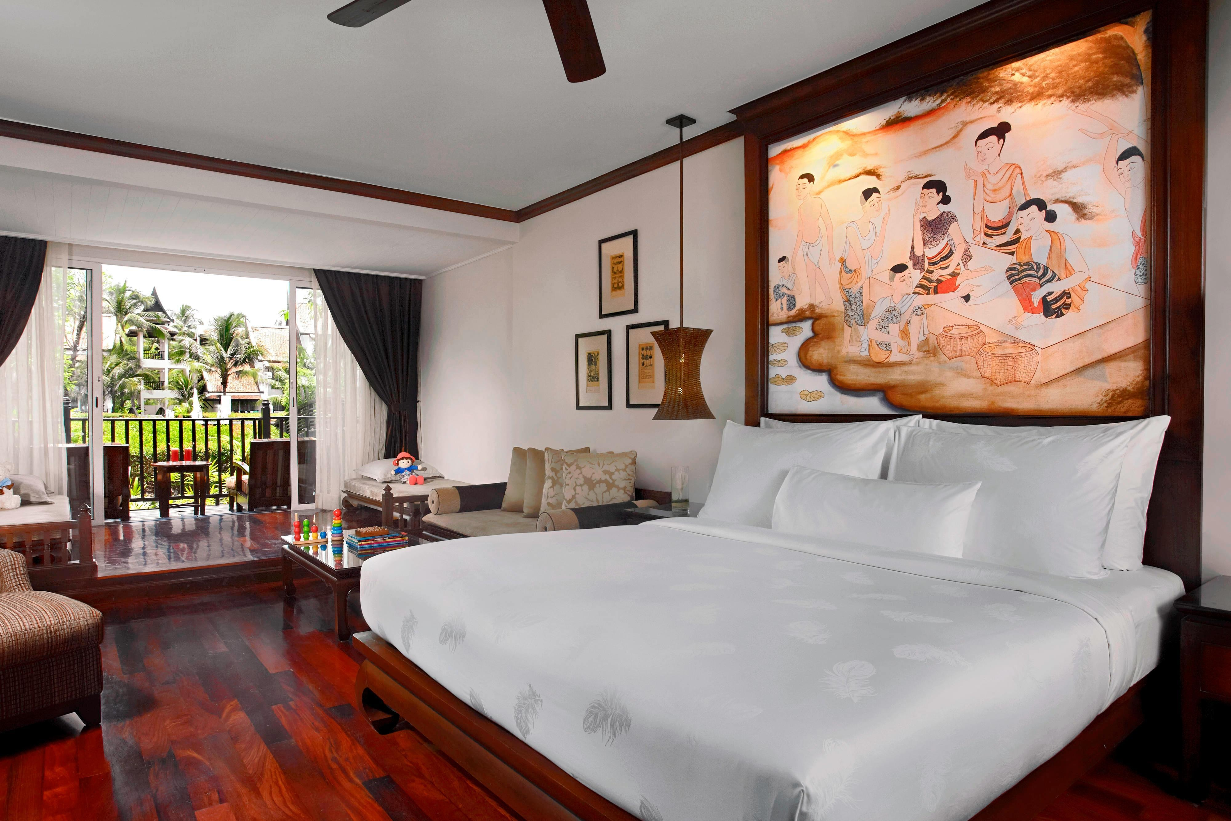 Family Lagoon Pool Access Suite - Bedroom