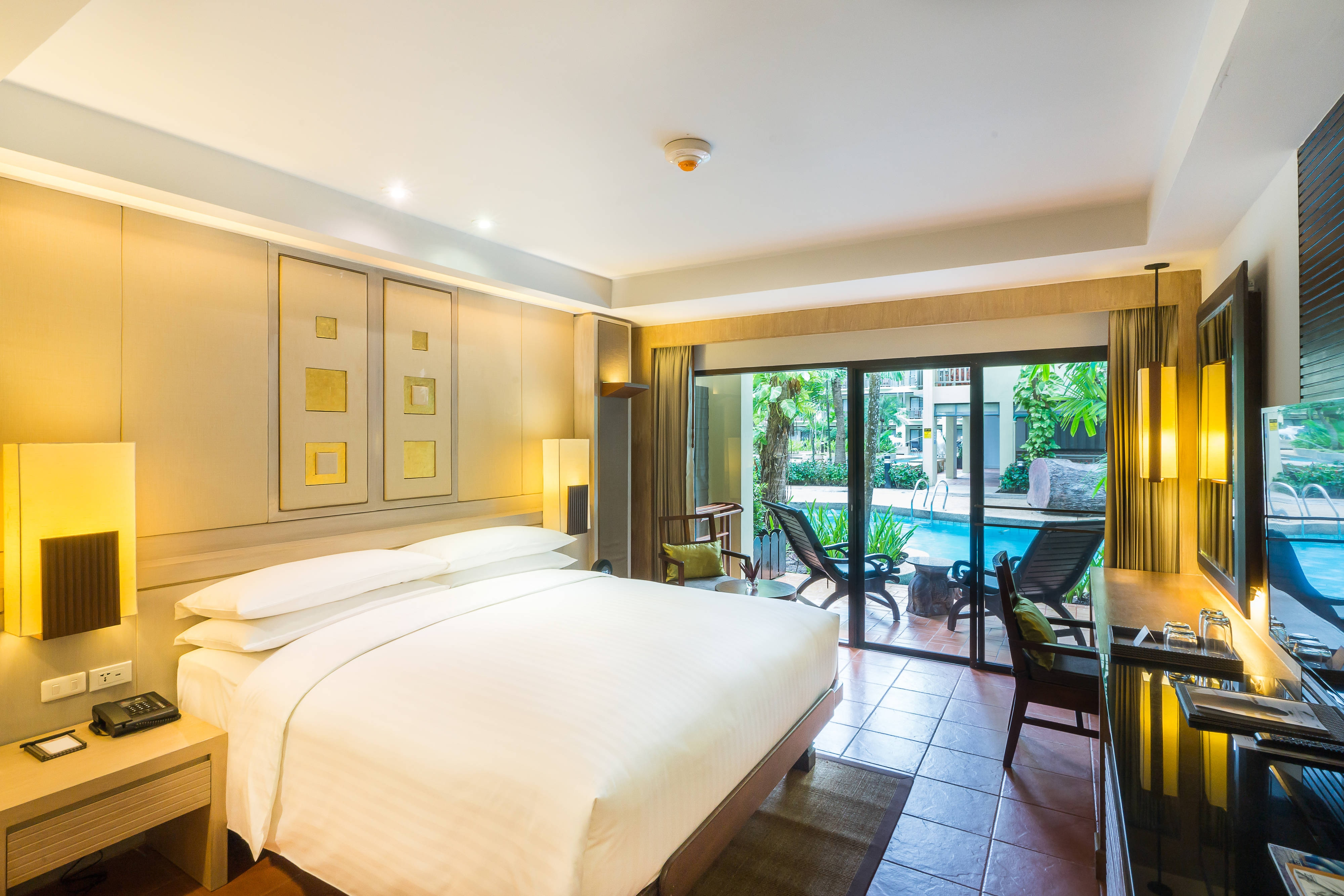 King Premier Pool Access Guest Room