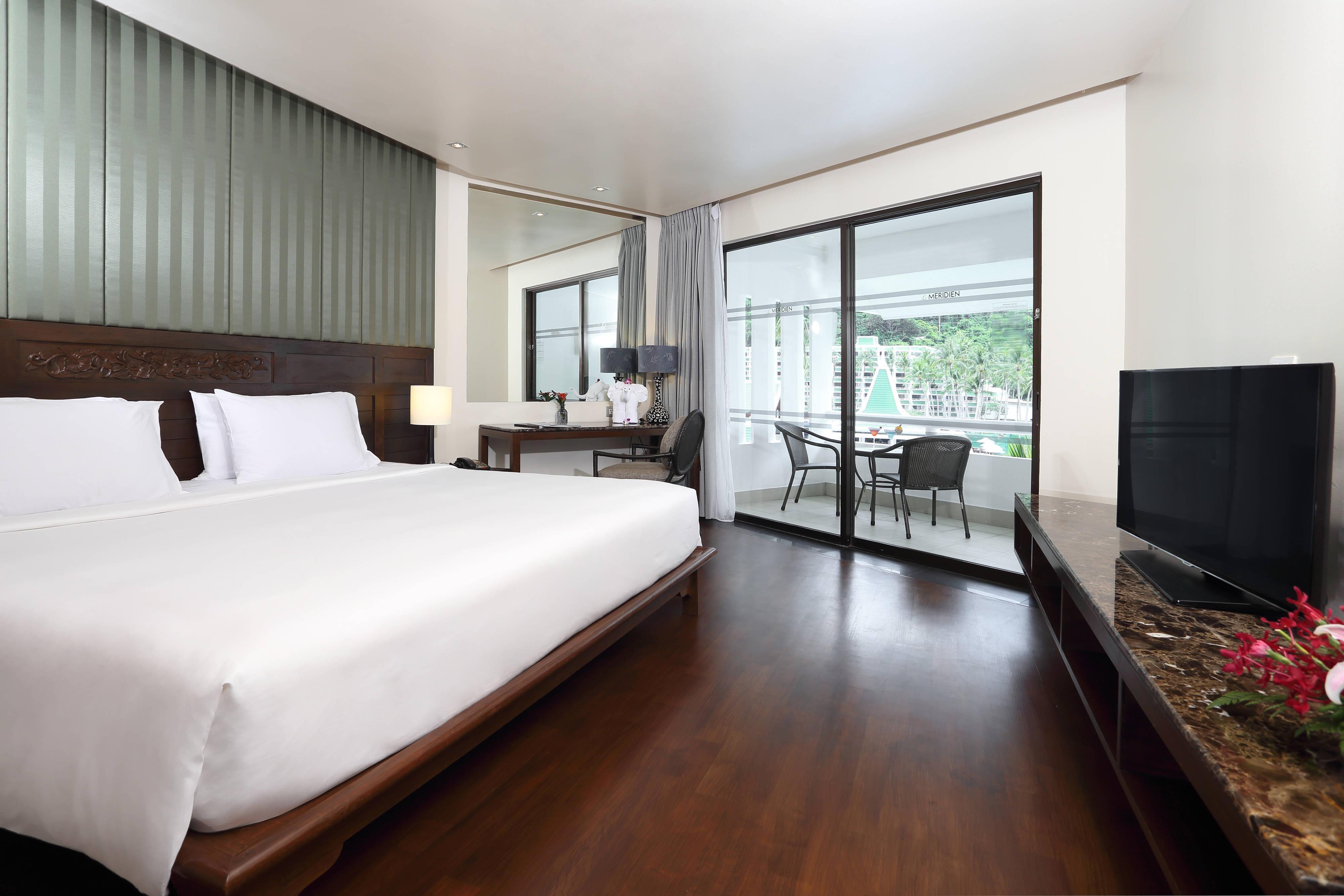 OceanFront Deluxe Suite - Bedroom