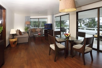 OceanFront Deluxe Suite - Living Area