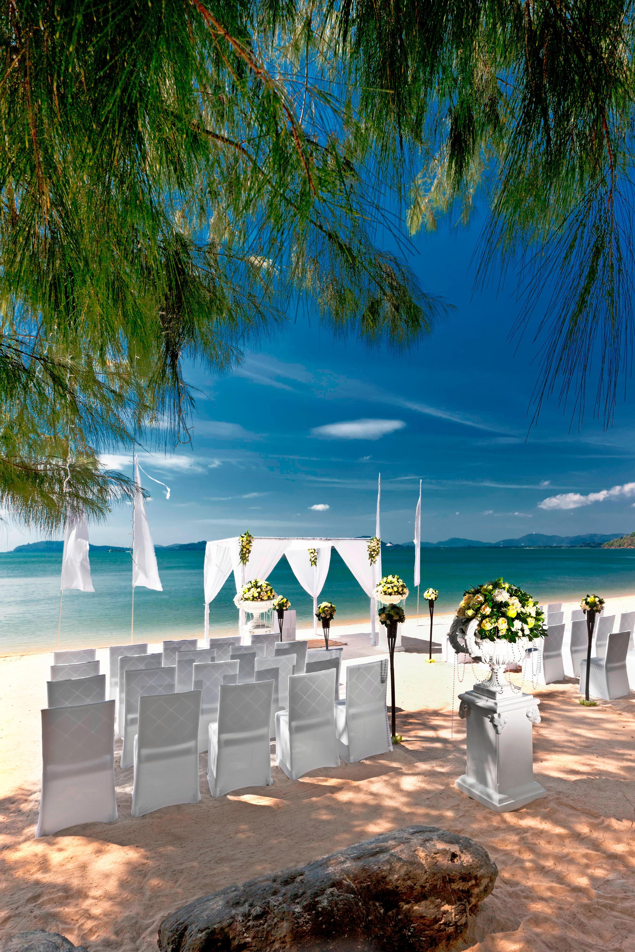 Beach Wedding - Ceremonyset up