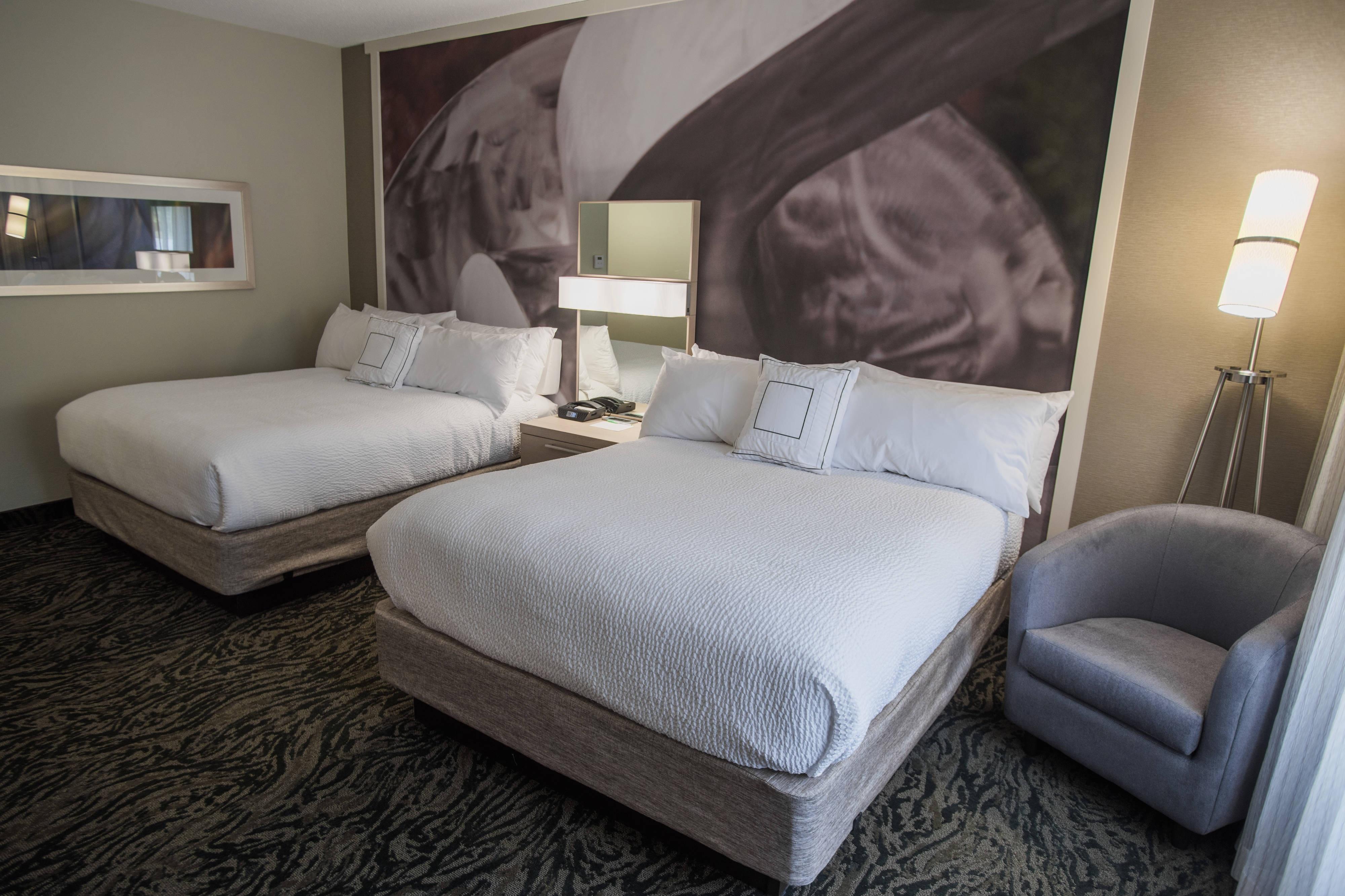 Chambre avec deux grands lits doubles
