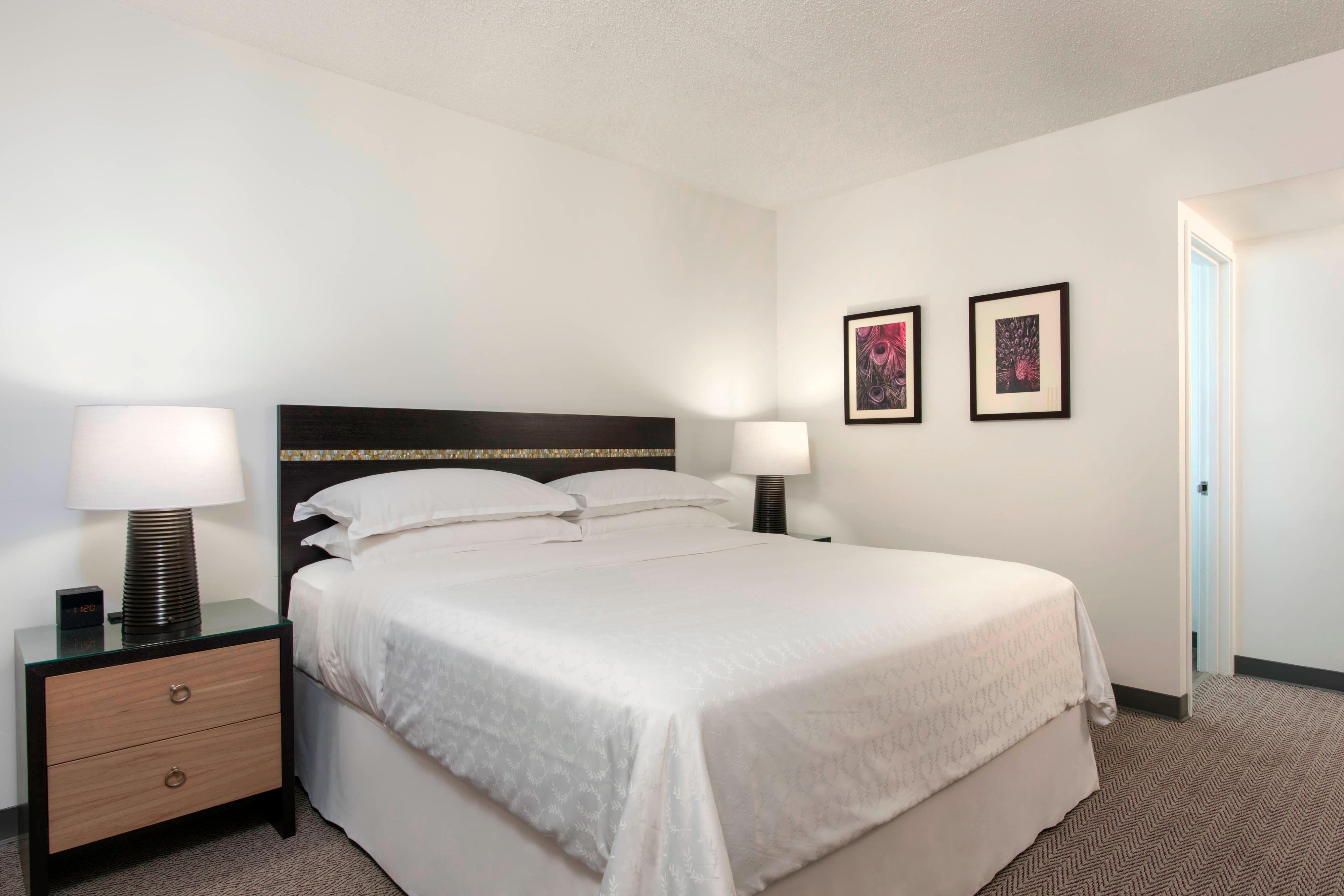 King Guest Room - Kaiulani Wing