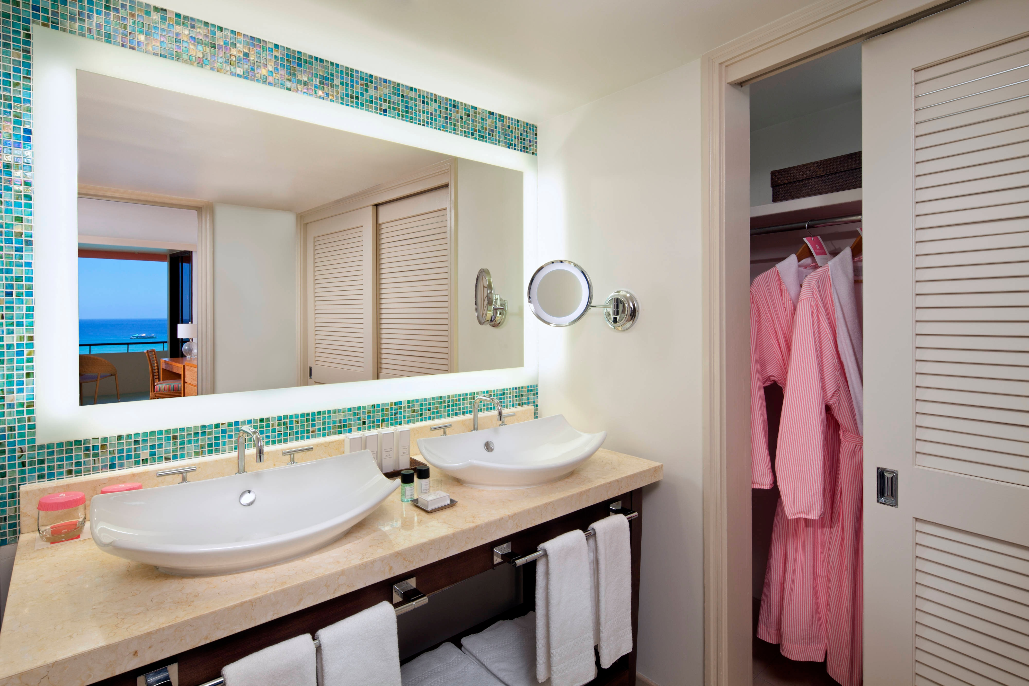 Mailani Tower Suite Guest Bathroom