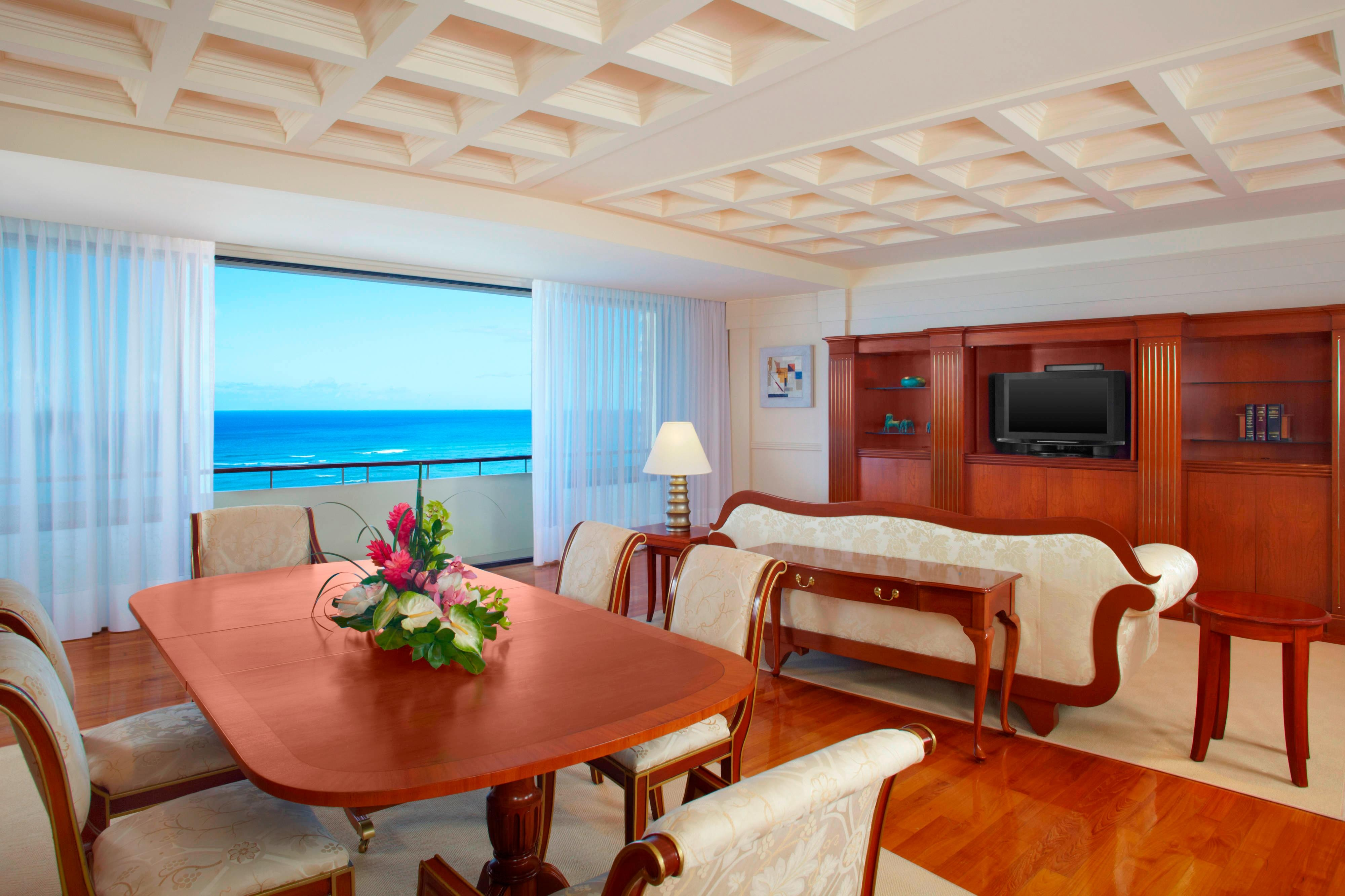 Alii Suite - Living Room