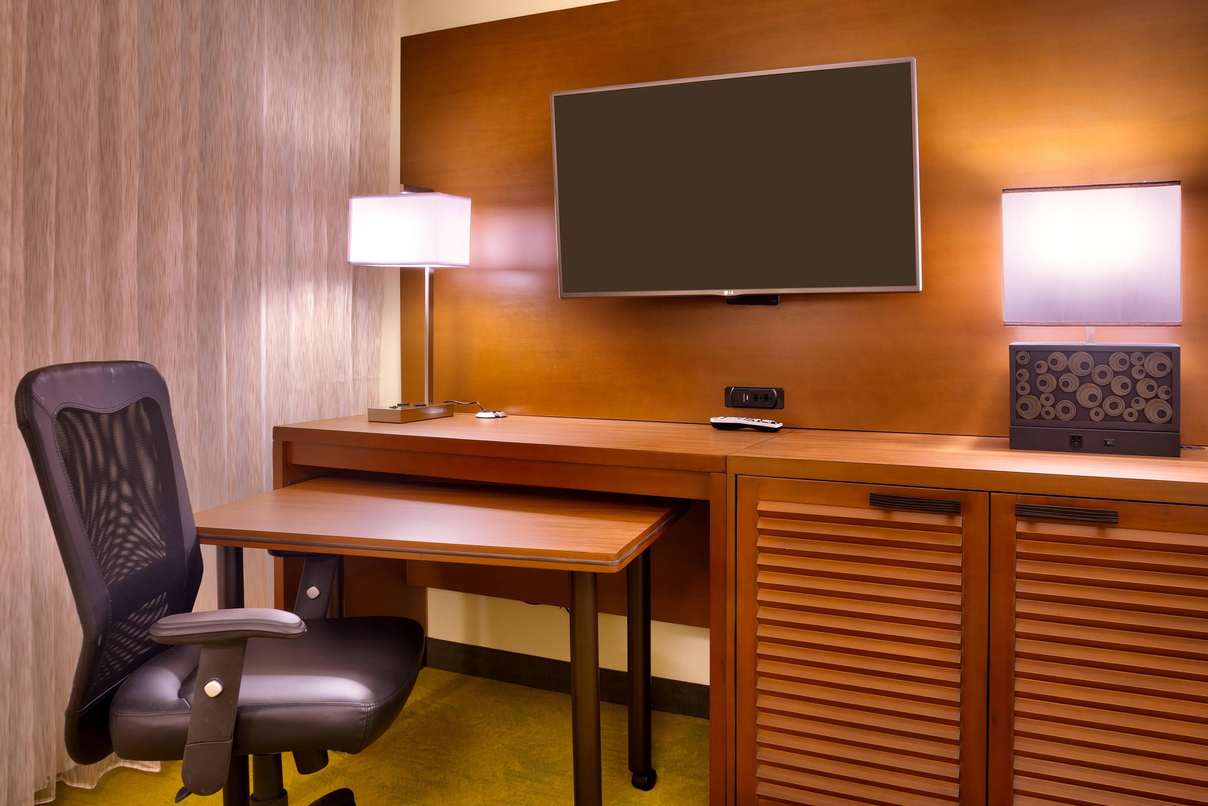 Work desk Oahu hotel room