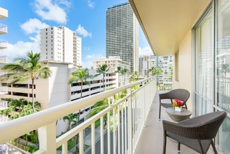 Honolulu Deluxe Double Guest Room Balcony
