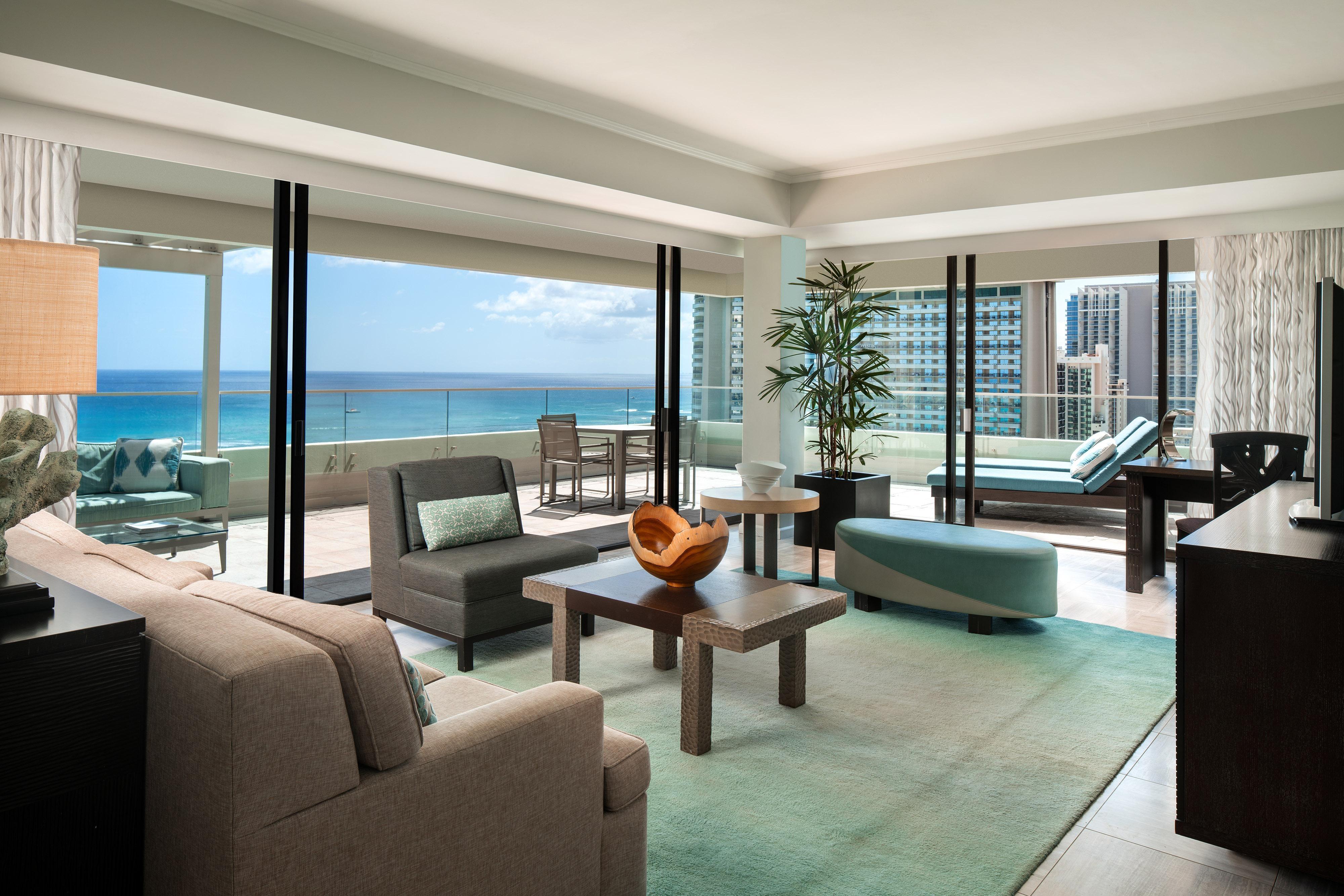 Wohnzimmer einer Penthouse Suite am Meer