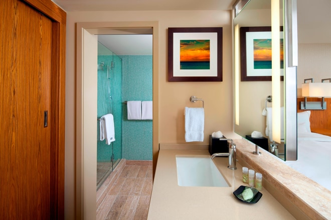 Ocean Tower - Bathroom
