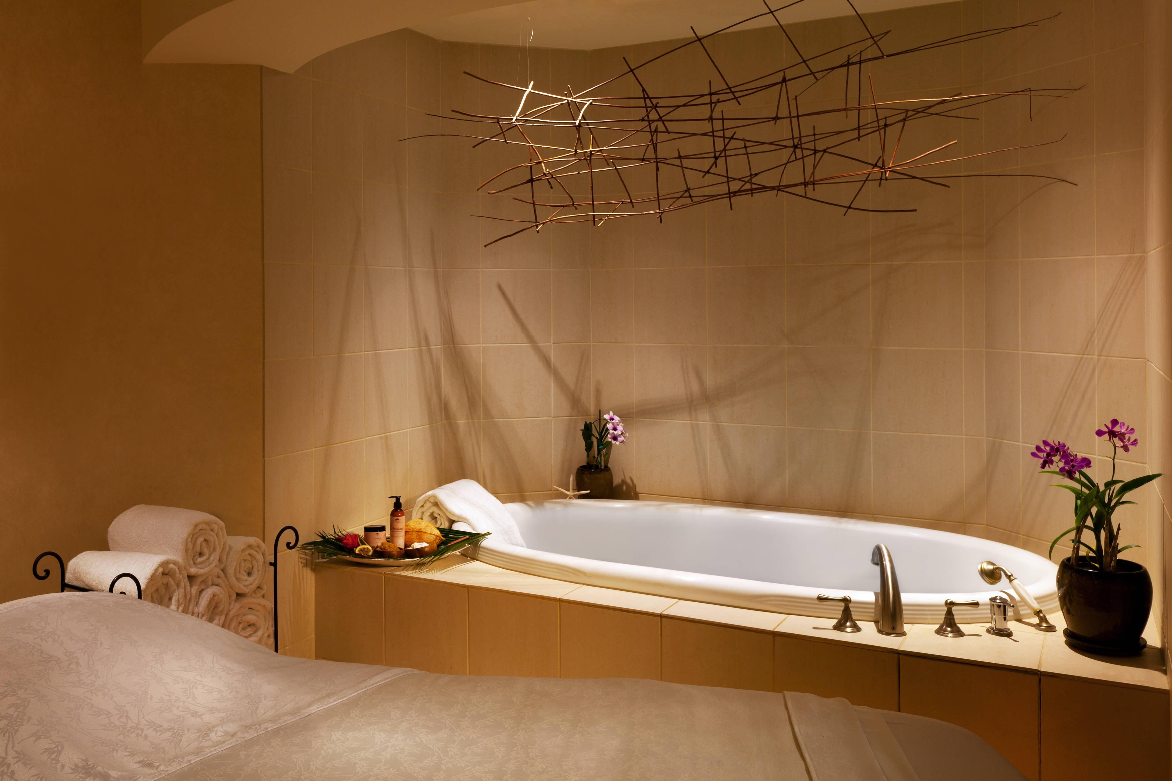Spa - Tub Suite