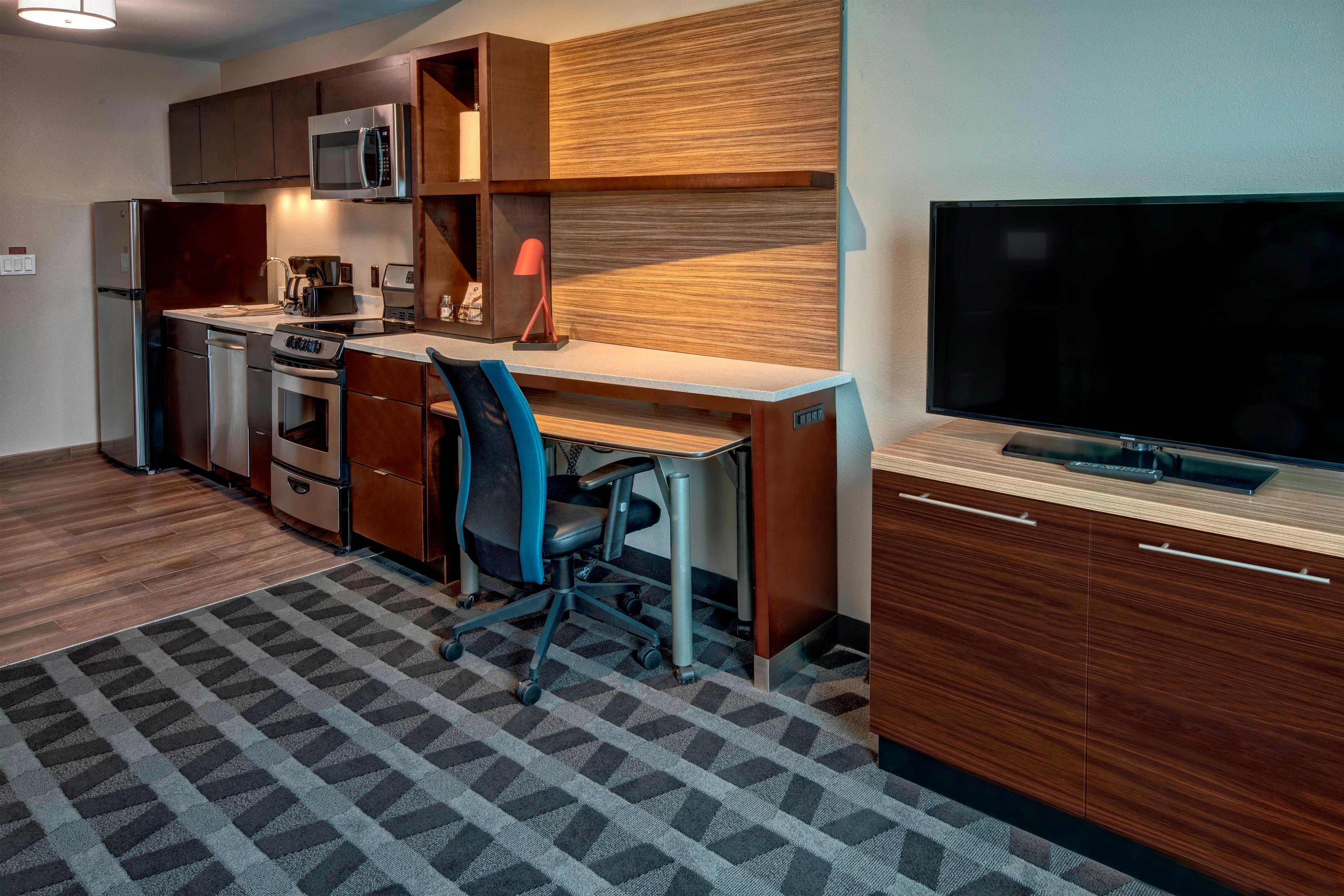 One-Bedroom Suite - Full Kitchen