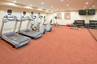 Gimnasio del hotel en West Houston