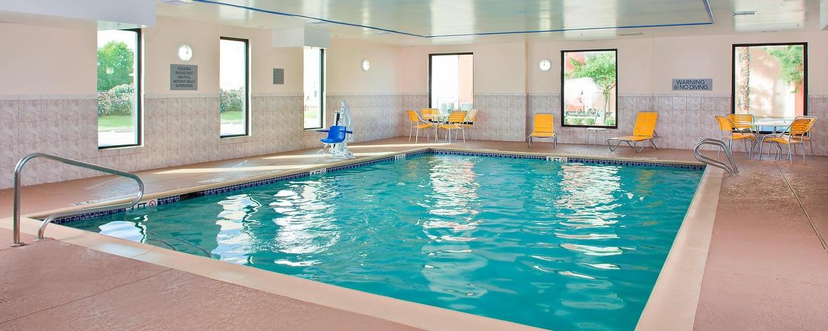Hotel con piscina cubierta en el aeropuerto Hobby