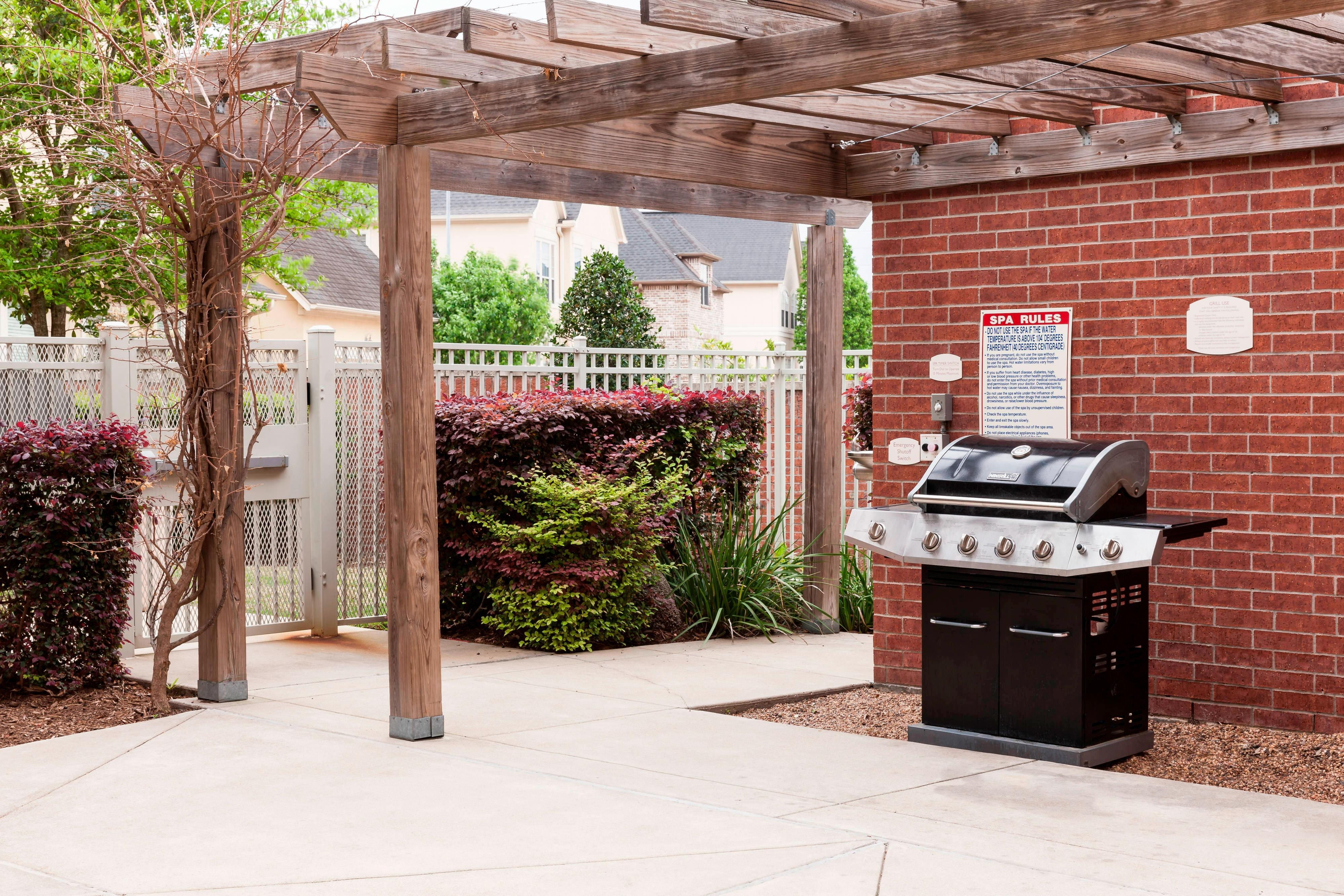 Outdoor BBQ & Patio
