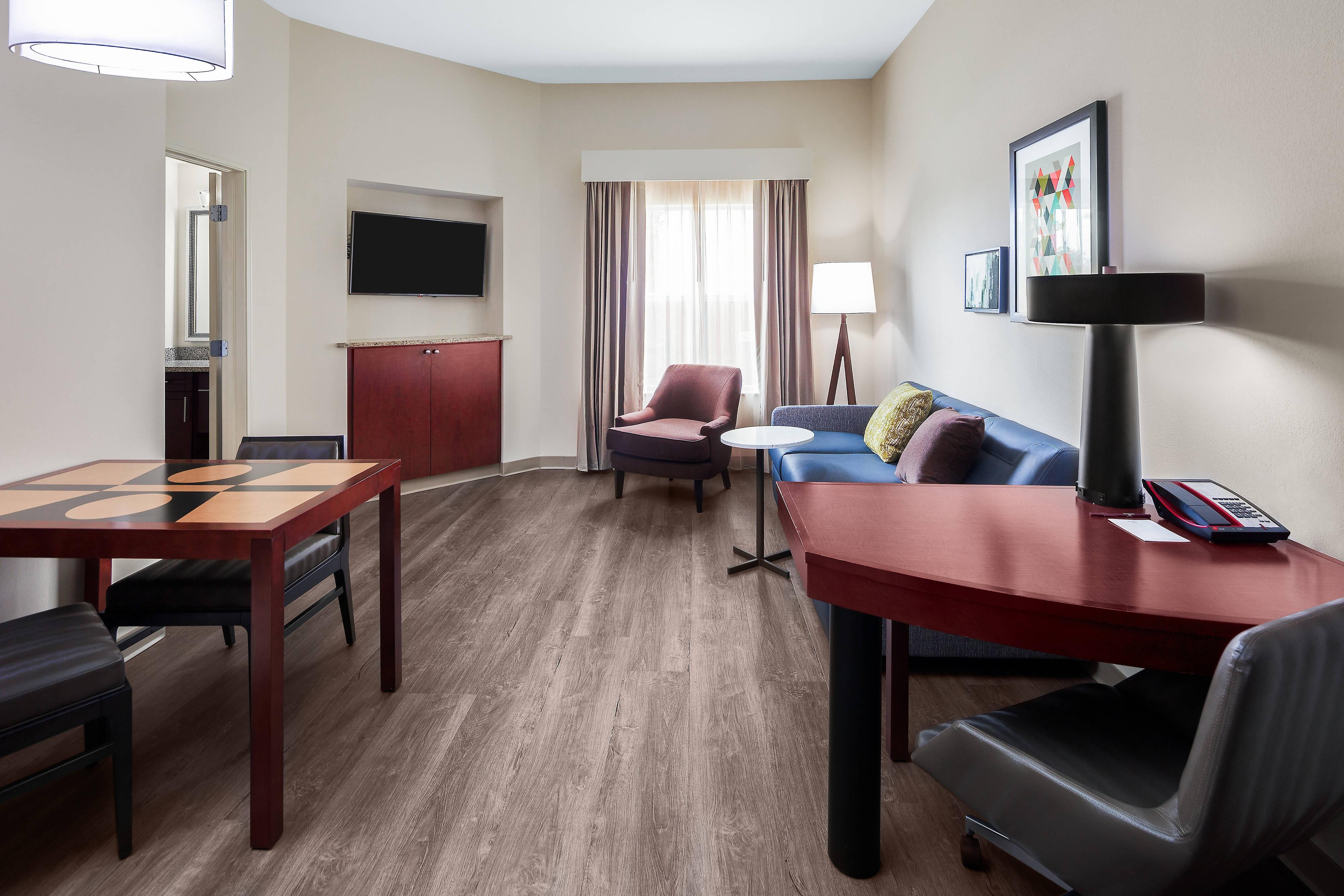 Ecksuite mit Kingsize-Bett – Wohnbereich
