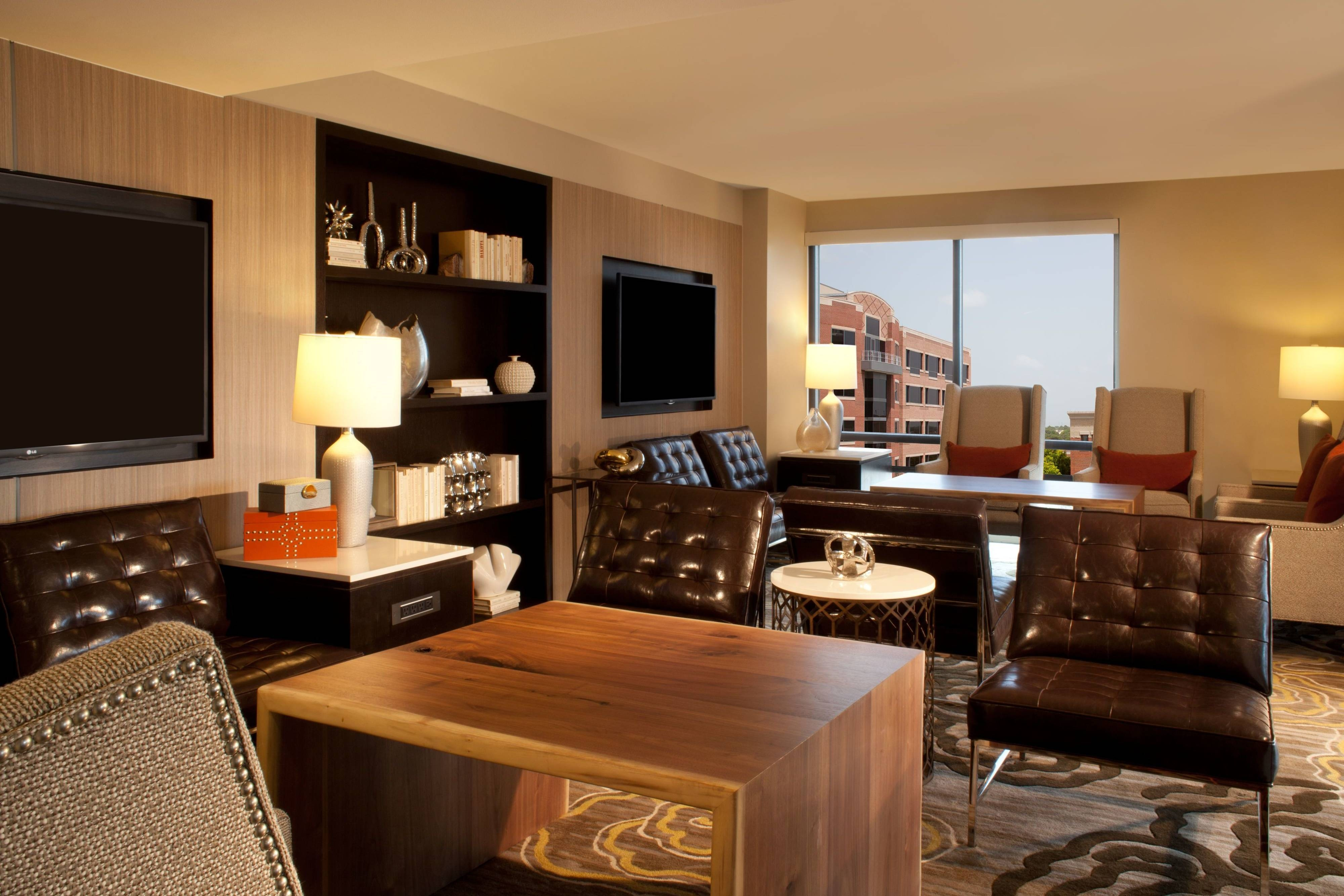 houston hotel concierge lounge