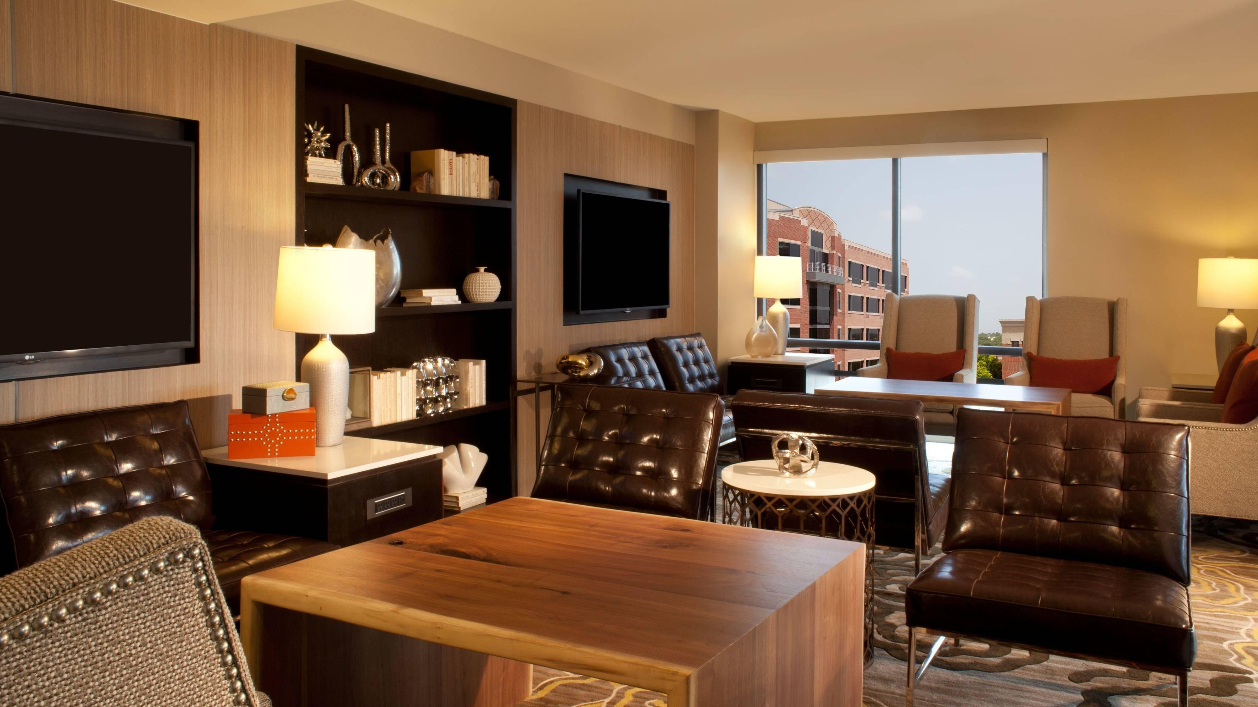 houston hotel concierge lounge