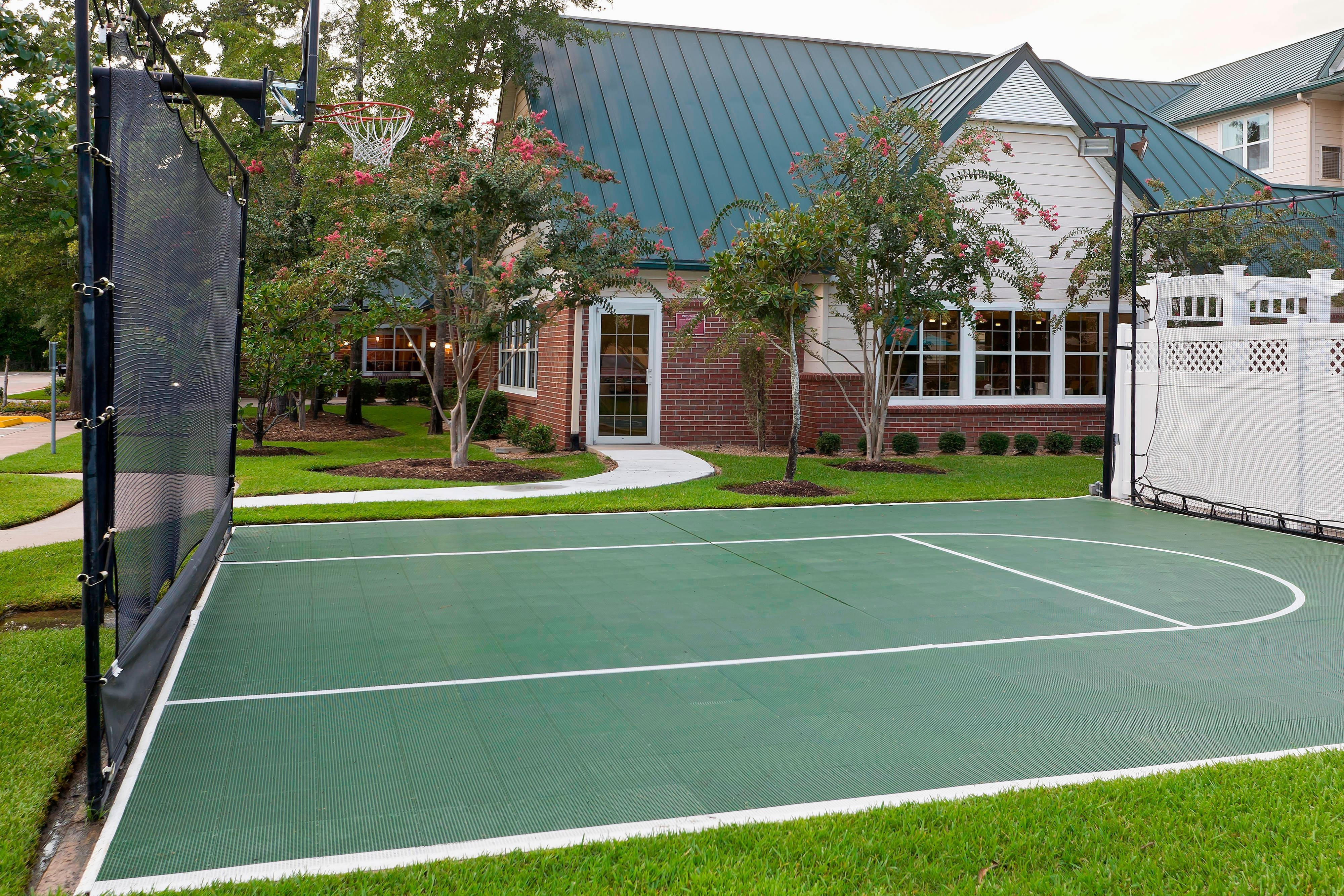 The Woodlands Hotel Sport Court