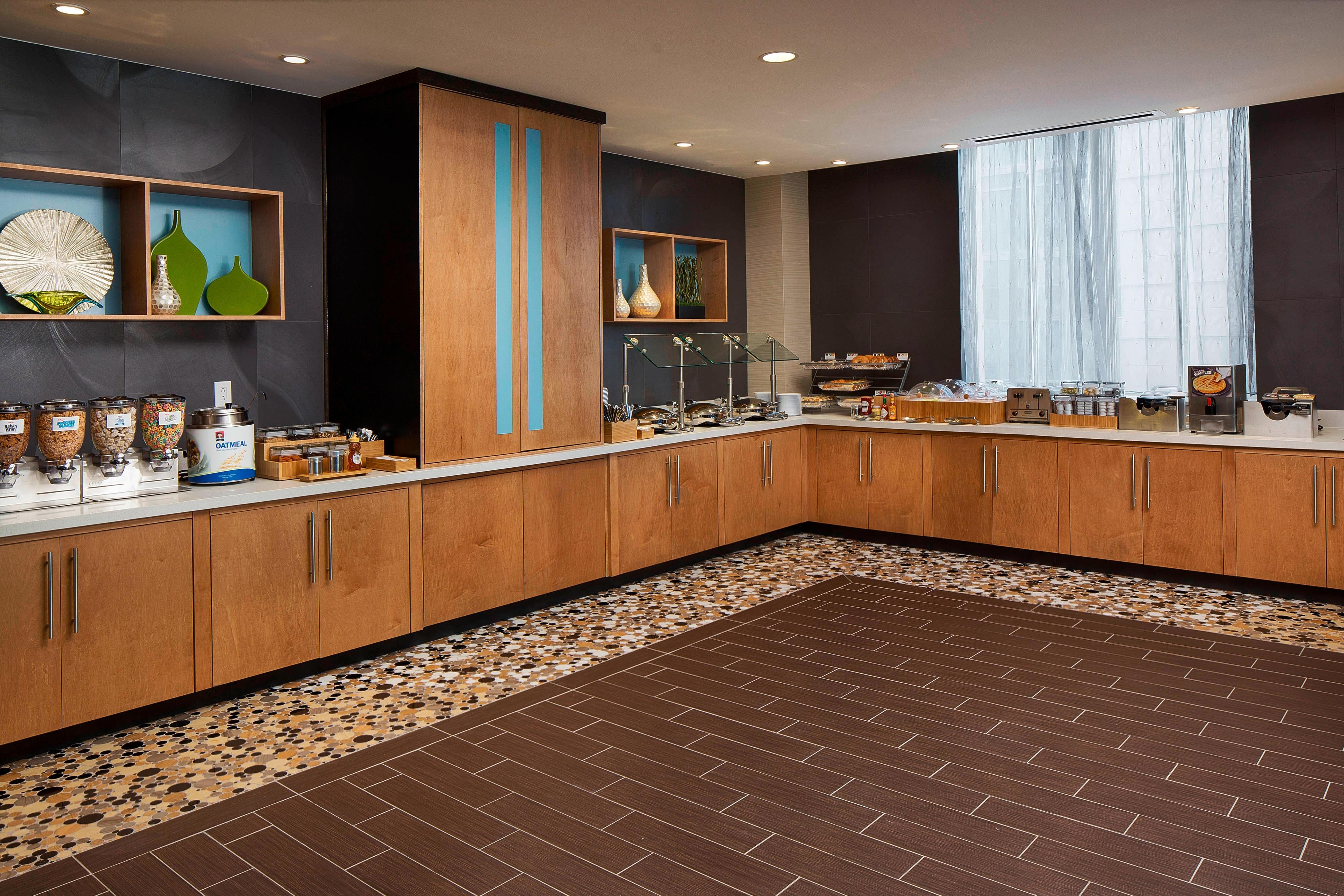 Downtown Houston Hotel with Breakfast