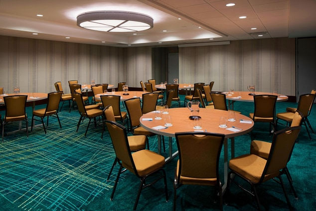 Downtown Houston Hotel Meeting Room