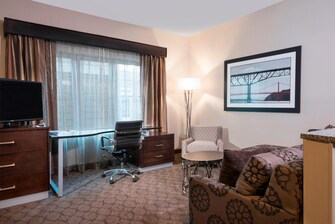 King One-Bedroom Suite – Living Area