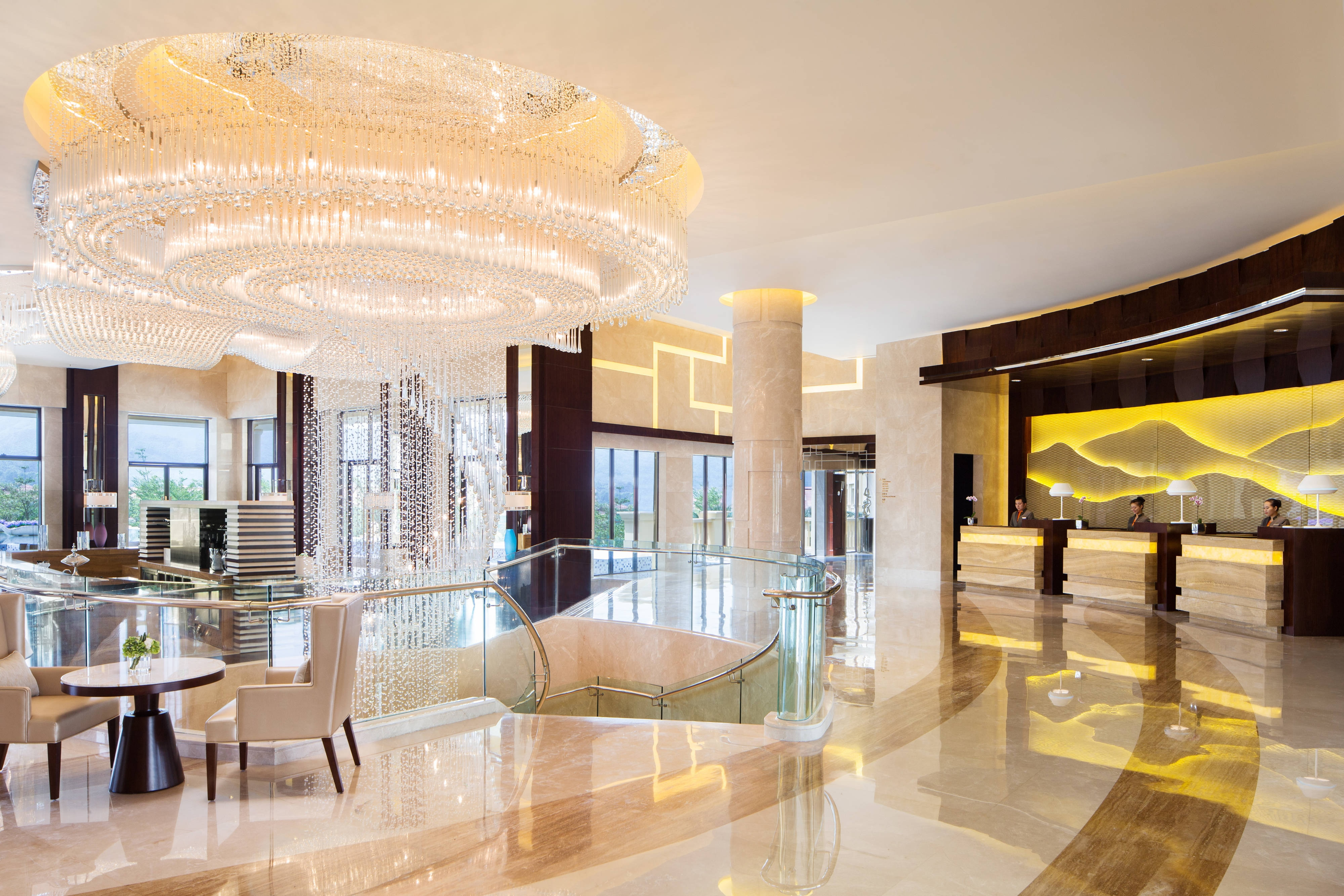 Lobby & Front Desk