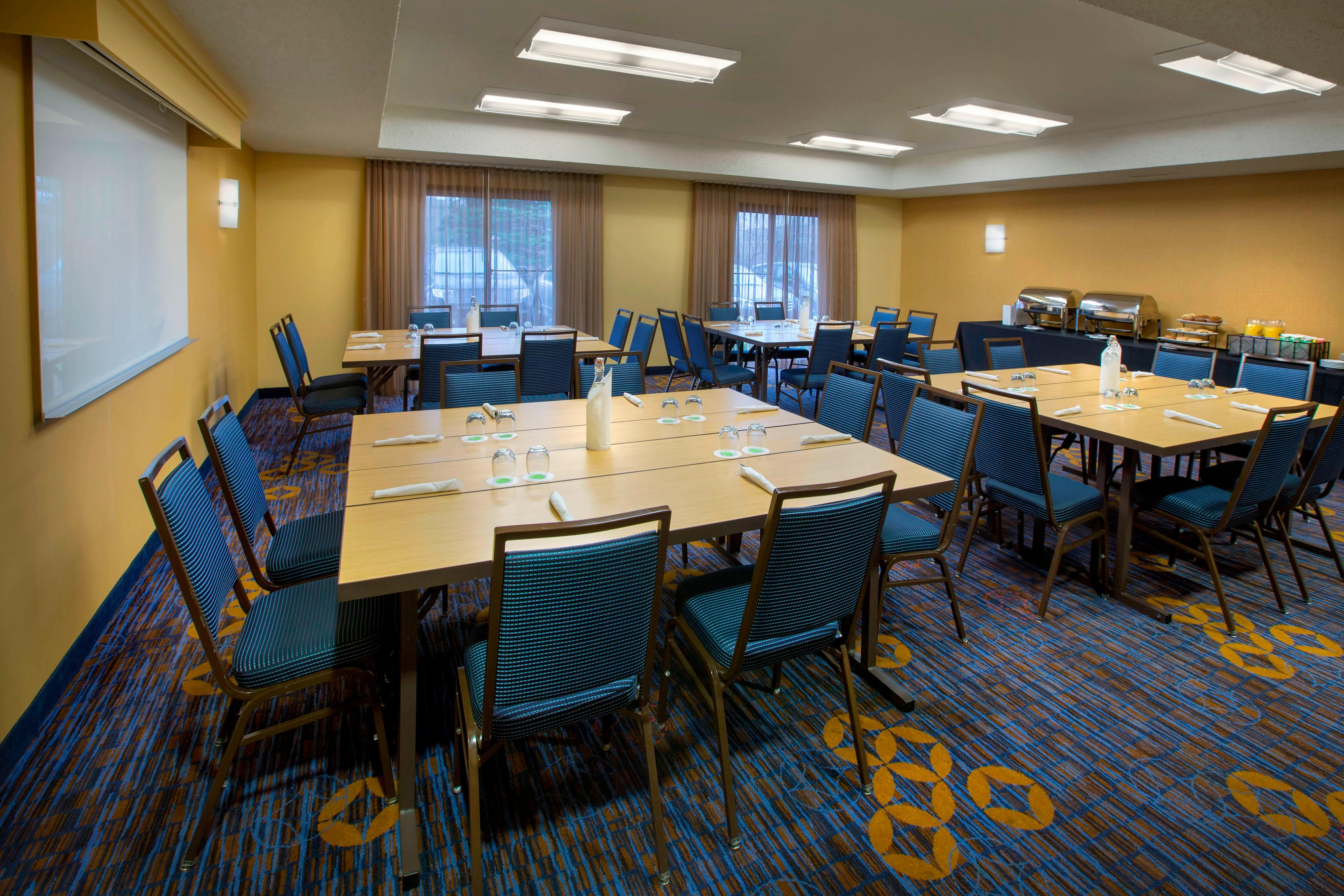 Meeting Room – Social Setup