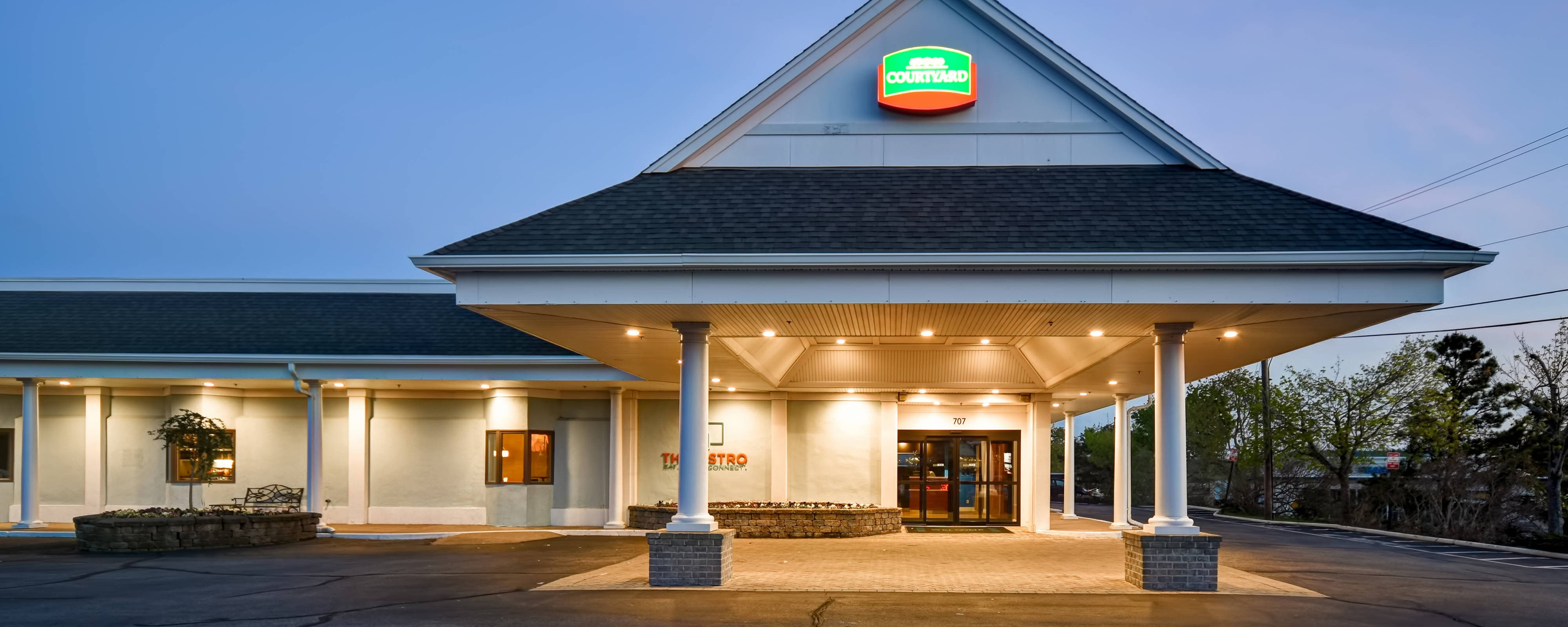 Cape Cod Hotels >> Courtyard Cape Cod Hyannis Located In The Heart Of Cape Cod