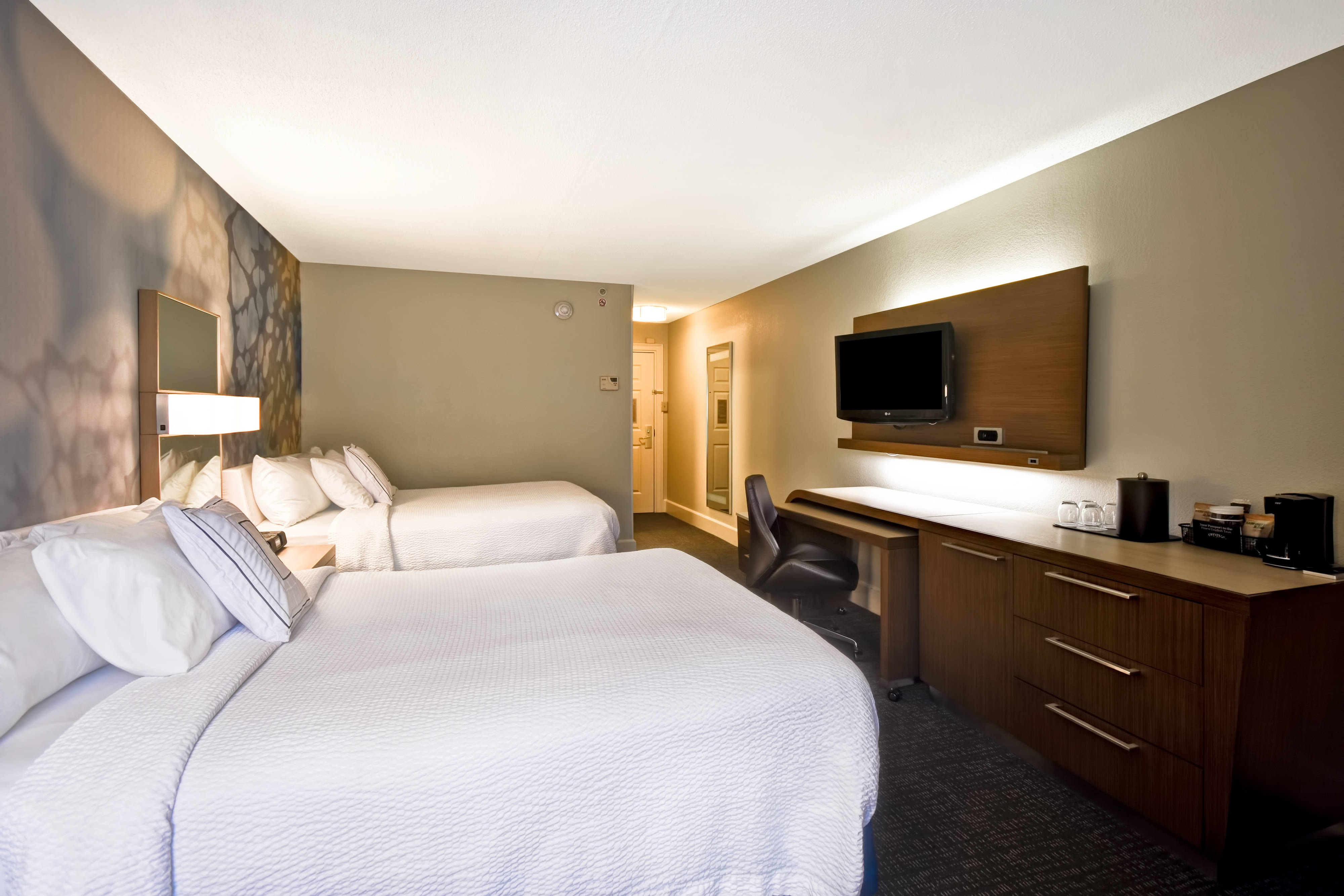 Courtyard cape cod hyannis located in the heart of cape cod for Cape cod chat rooms