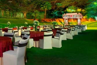 Wedding Reception - Theatre & Round Table Set Up