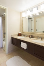 Dulles Marriott Suites Guest Bathroom