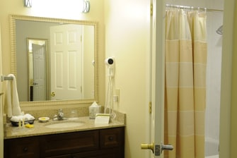 Herndon Hotel Studio Suite Bathroom