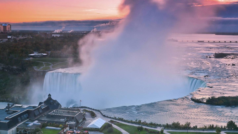 Hotels By Niagara Falls Canada Side Niagara Falls Marriott On The Falls