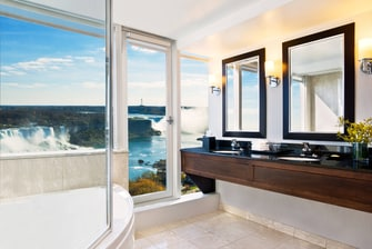 Corner Suite - Falls View Bathroom
