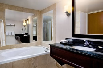 King Guest Room - Jacuzzi Bathroom