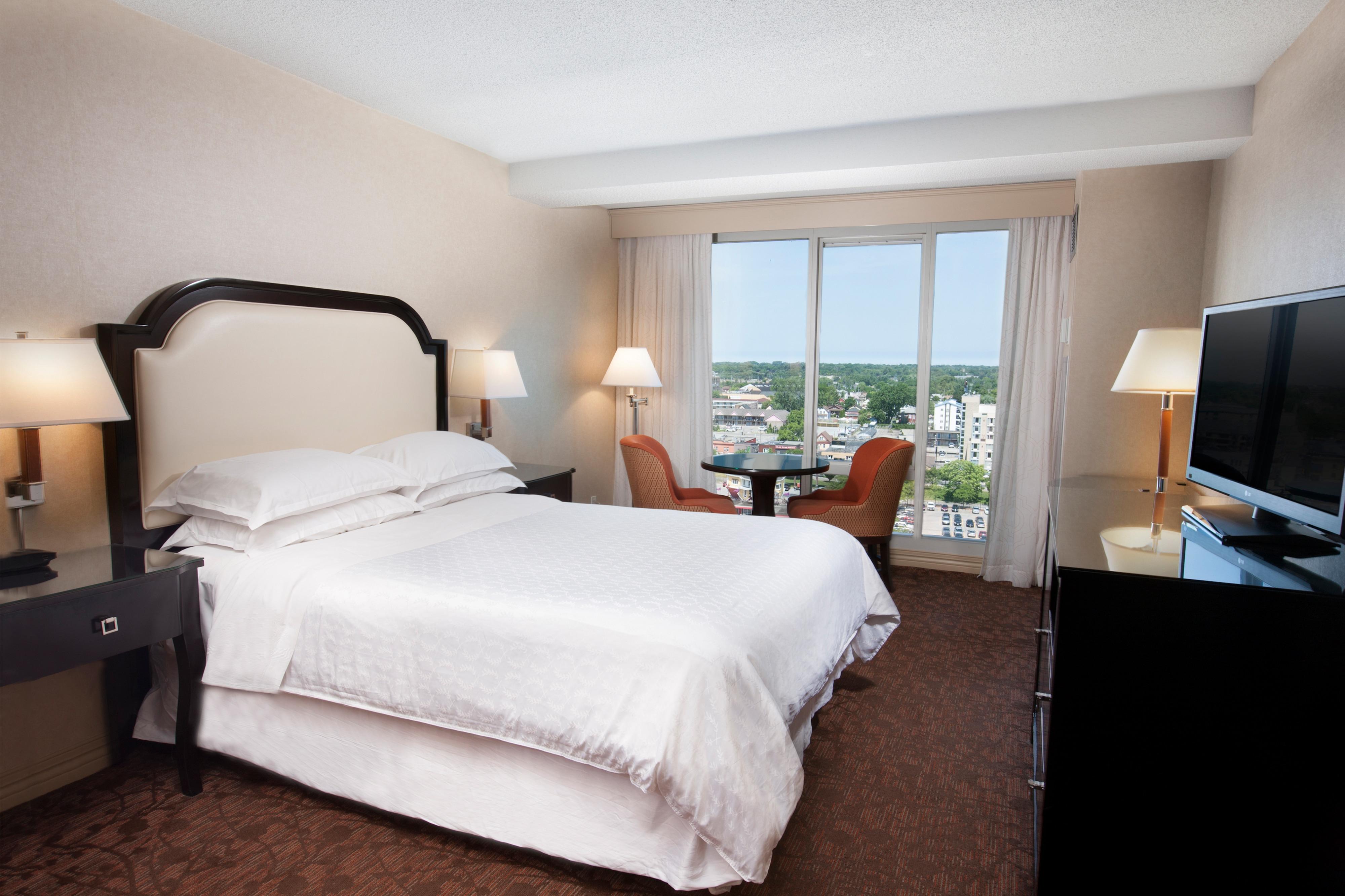 Номер для гостей с ограниченными возможностями с двуспальной кроватью (King)