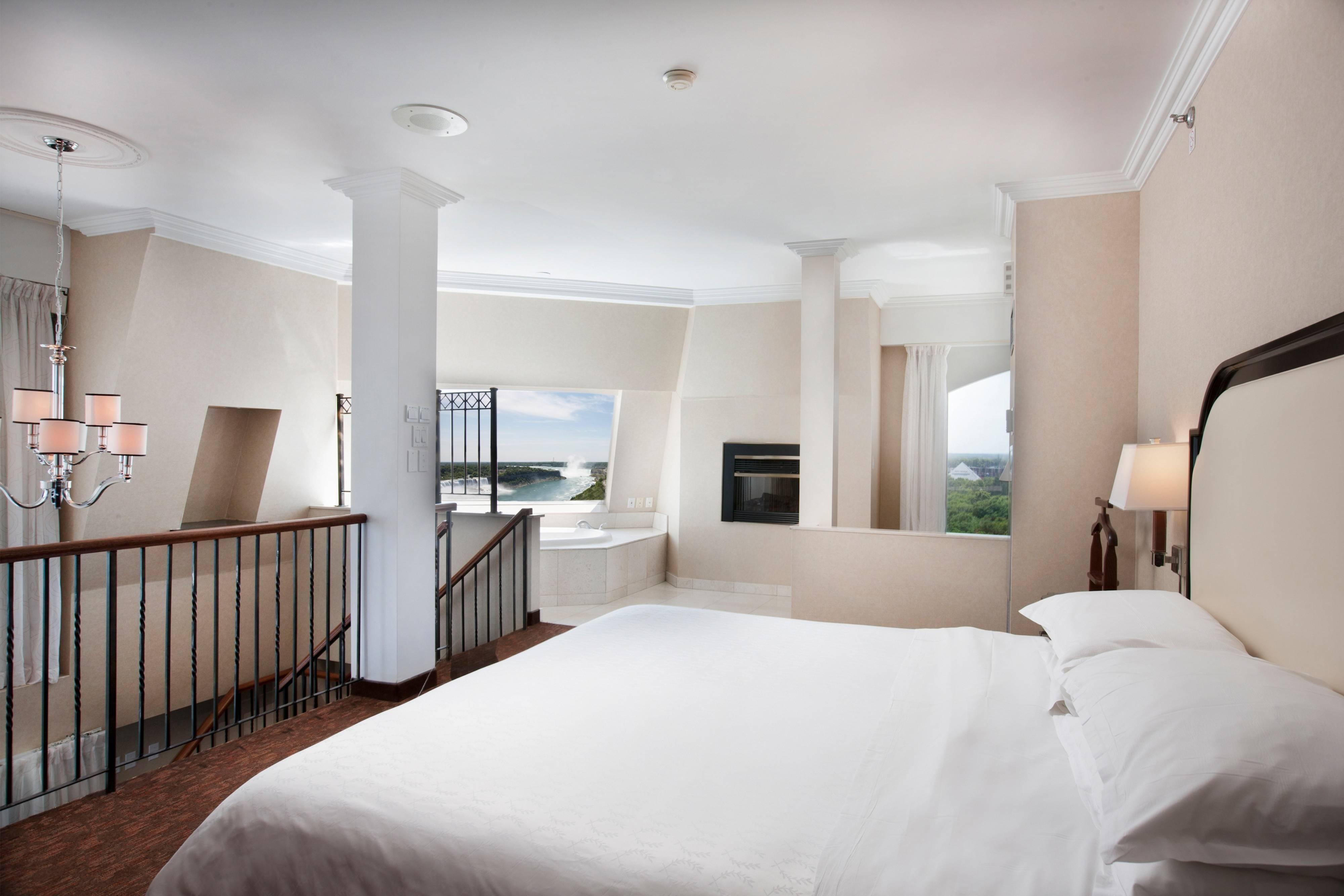 Президентский люкс с двуспальной кроватью (King)– верхний этаж