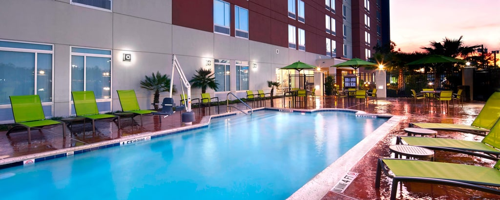 Houston Airport Hotel Outdoor Pool