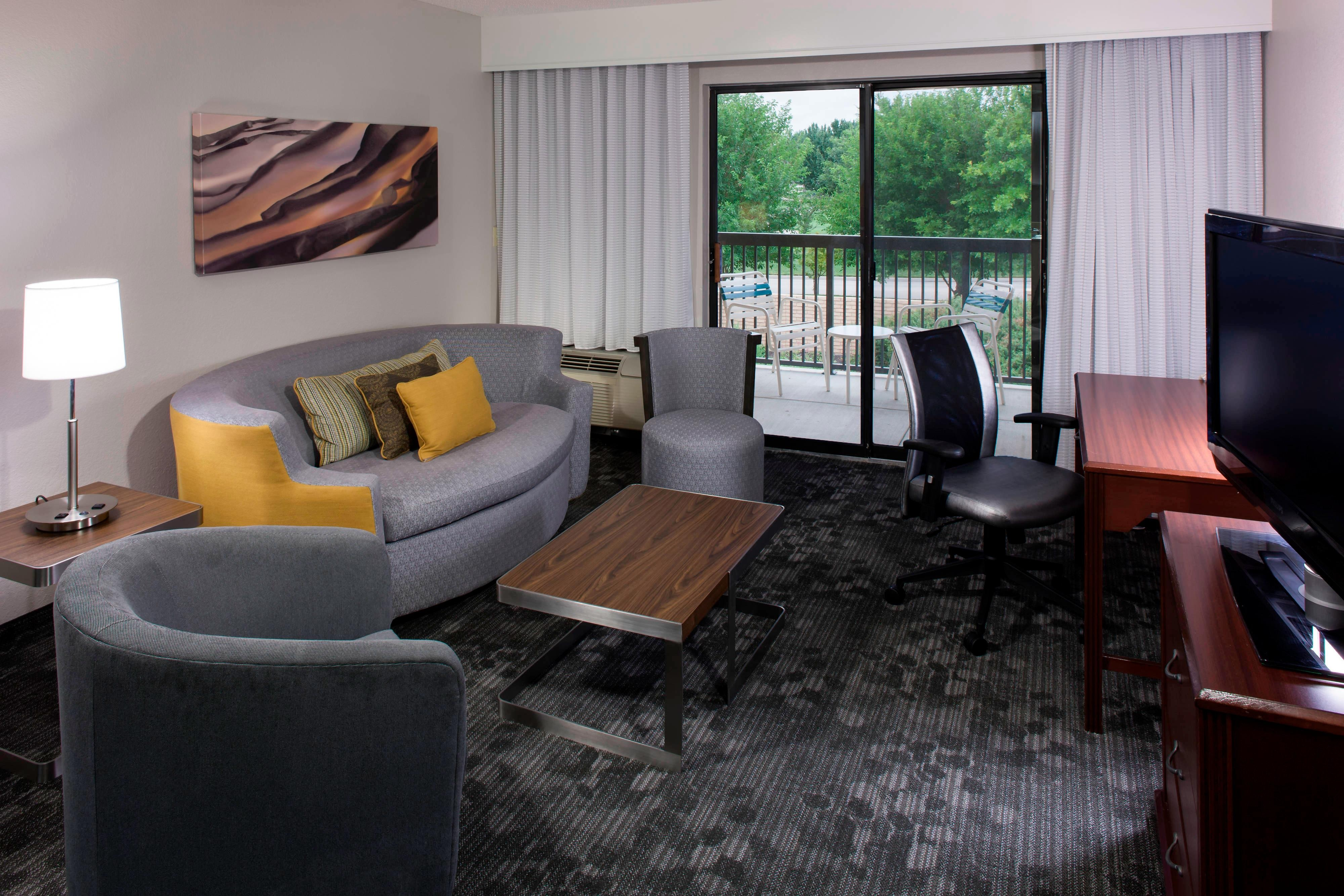 King Suite Sitting Area & balcony
