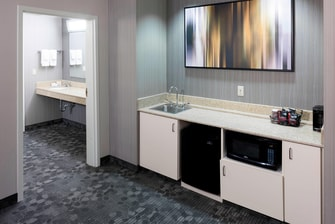King Suite – Wet Bar