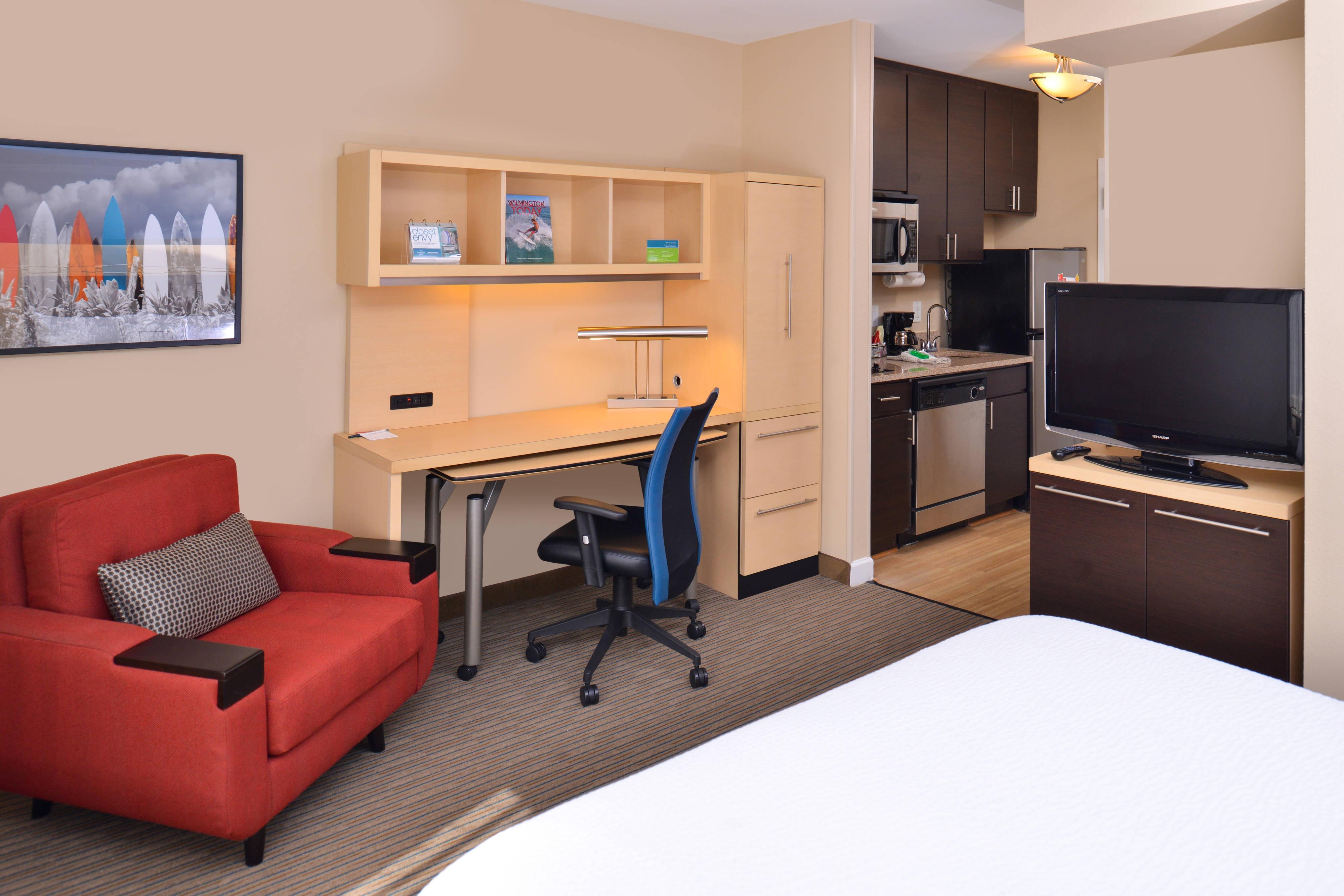 Queen Studio Suite - Living Area