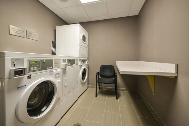 Courtyard Downtown Wilmington Guest Laundry
