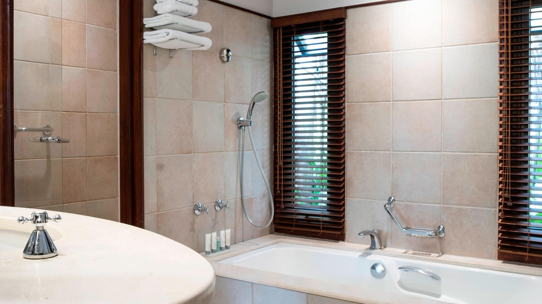 Deluxe Bungalow Suite - Bathroom